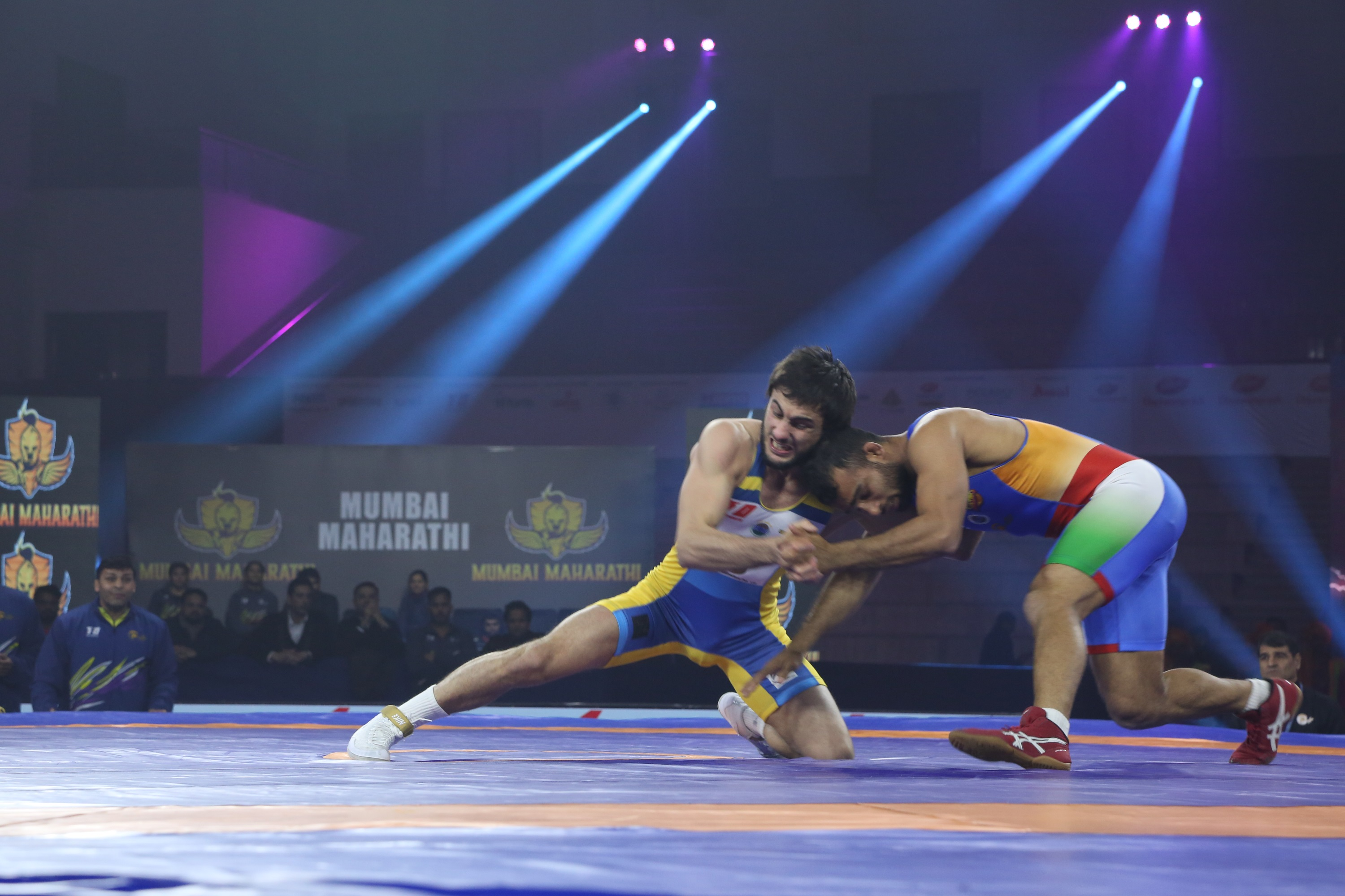 Pankaj of Delhi Sultans fight it out against Ibragim Ilyasov of Mumbai Maharathi