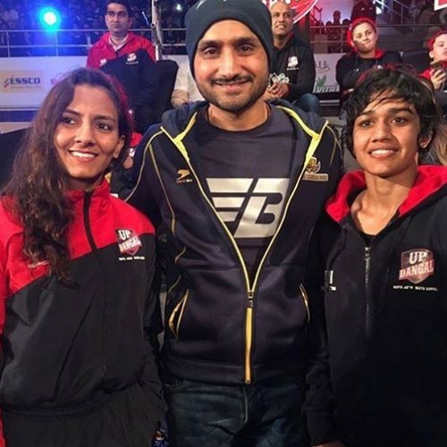 Harbhajan Singh runs into Phogat sisters during Pro Wrestling League