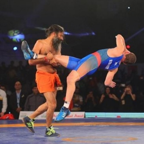 Baba Ramdev thrashes Olympic medalist Andrey Stadnik